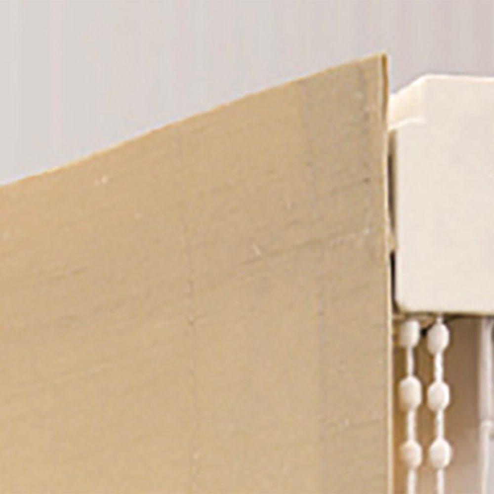 Particolare di tende a pacchetto Roman Shade