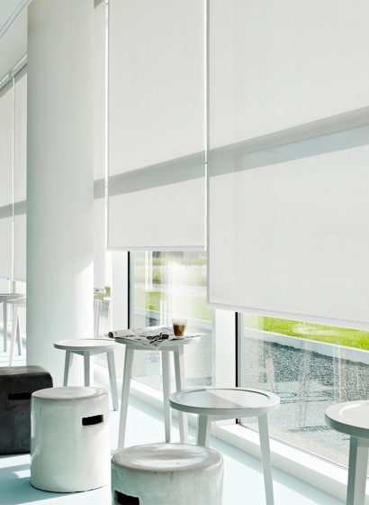 Bar con tende a rullo doppie colore bianco