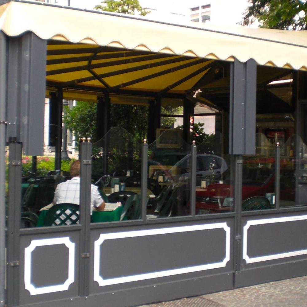 Gazebo con tende da sole per bar